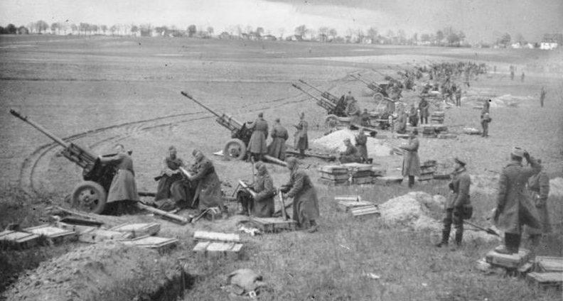 Советская артиллерия на подступах к Берлину, апрель 1945 года.