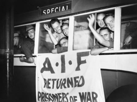 Прибытие демобилизованных в Брисбен.