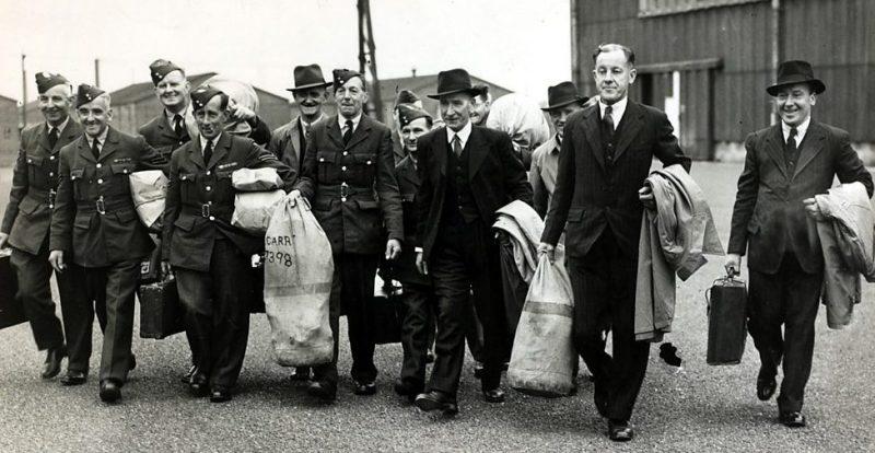 Демобилизованные британские солдаты.