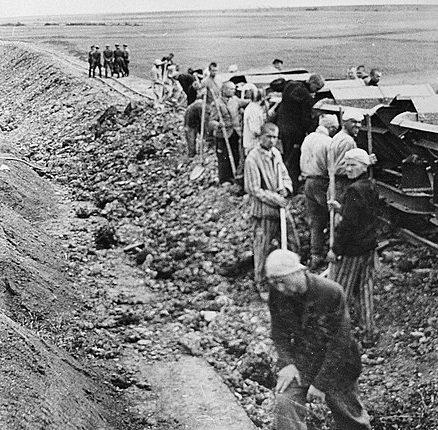 Заключенные на работах. 1943 г.