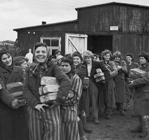 Выжившие женщины лагеря после освобождения.