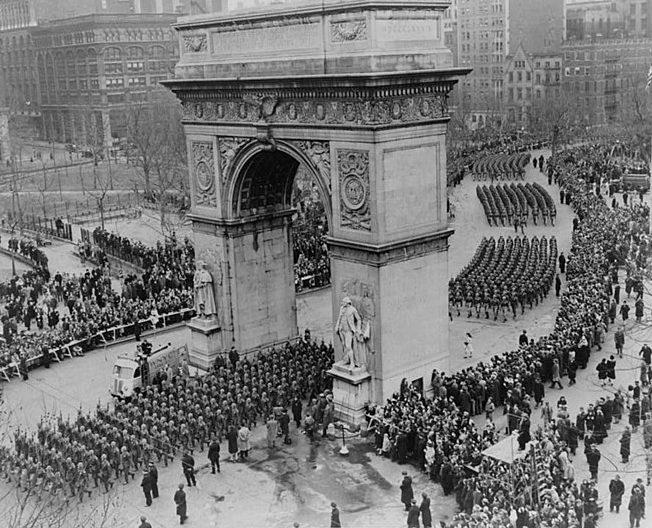 82-я воздушно-десантная дивизии армии США на параде в Нью-Йорке.