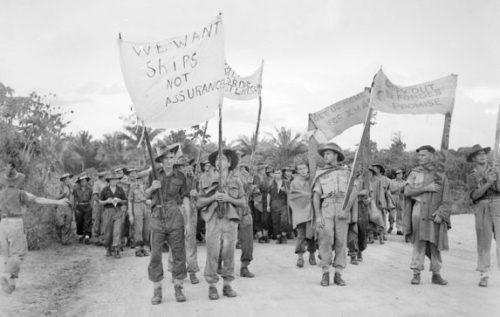 Протест австралийских военнослужащих в Мороте.