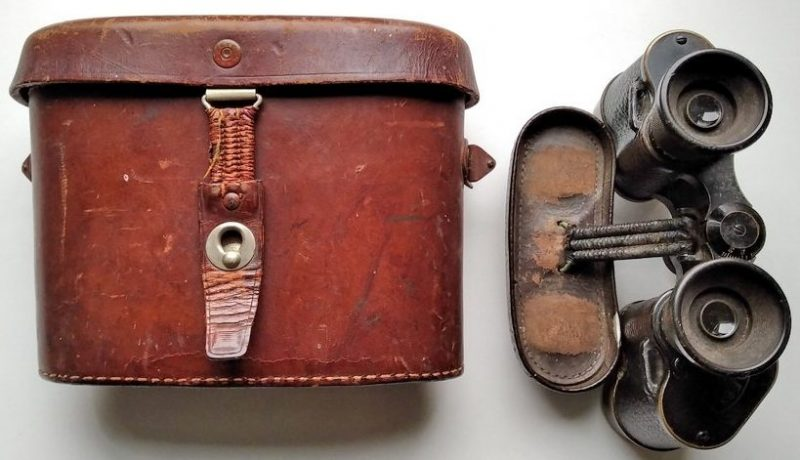 Бинокль Carl Zeiss 6х24 WA с кожаным чехлом выпуска 1914 года, использовавшегося в годы Второй мировой войны.