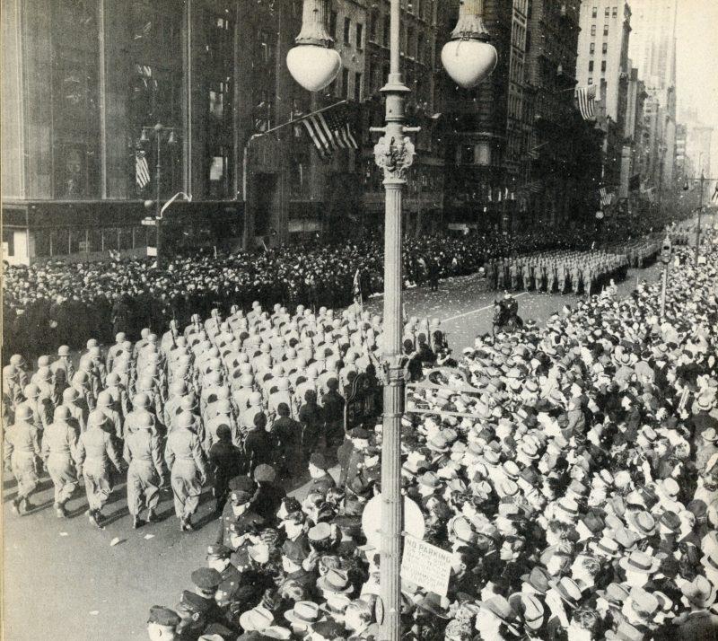 555-й парашютно-пехотный батальон на параде.