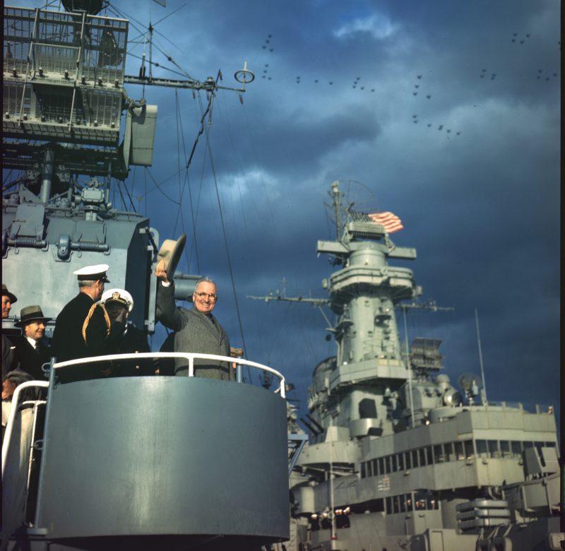 Президент Трумэн на эсминце во время Парада.