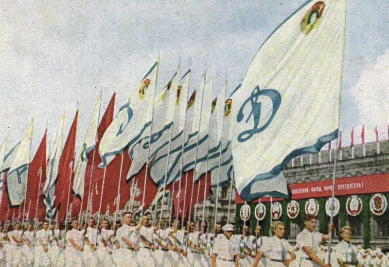 Колонны участников парада.