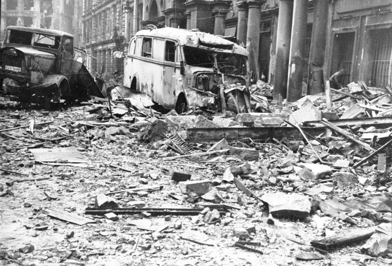 Улица Берлина после штурма.