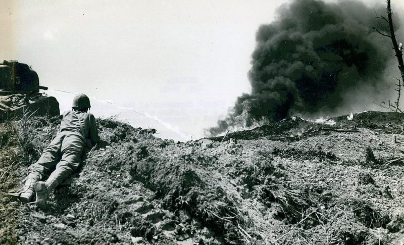 Огнеметные танки штурмуют японские ДОТы.