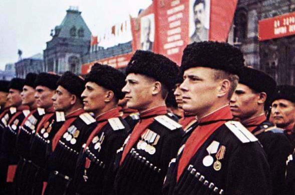 Кубанские казаки на параде.