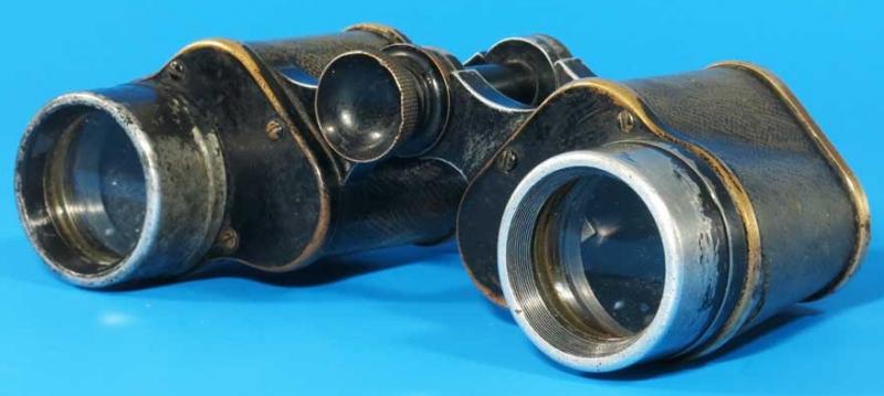 Бинокль полевой Б-6х30 и кожаный кофр завода «Большевик».