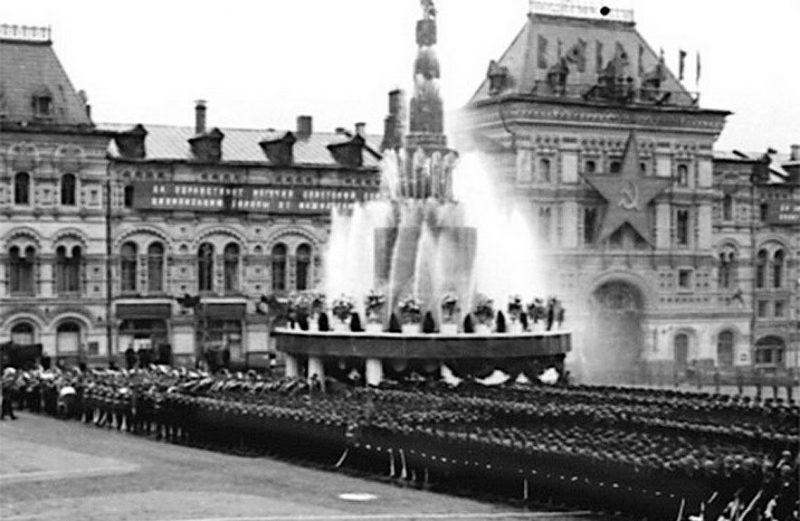 Фонтан Победы на Красной площади.