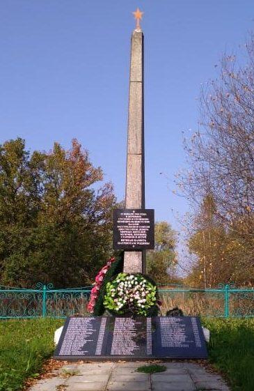 д. Суслово Бежаницкого р-на. Братская могила мирных жителей, расстрелянных фашистами в 1944 году.