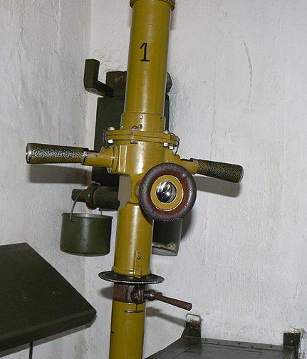 1,5-кратный перископ ПСФ-27 в пулеметном ДОТе.