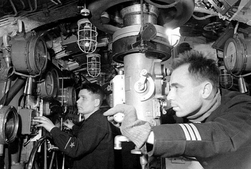Командирский оптический перископ ПА-8,5 длиной 8,5 метра и ходом в 4 метра на подлодке К-21.