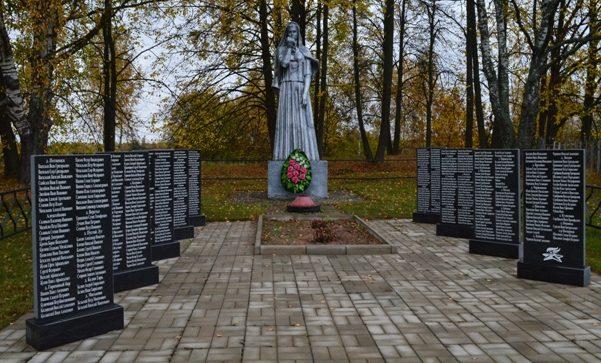 д. Букрово Великолукского р-на. Памятник воинам-землякам, погибшим в годы войны.