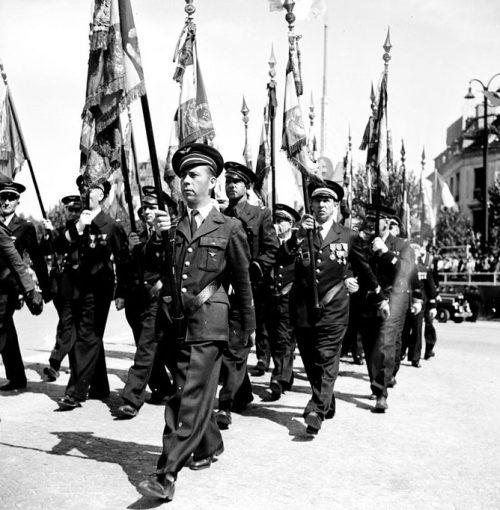 Прохождение бронетехники на параде.