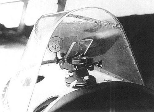 Коллиматорный прицел ПAK-1 нa иcтpeбитeлe И-16.