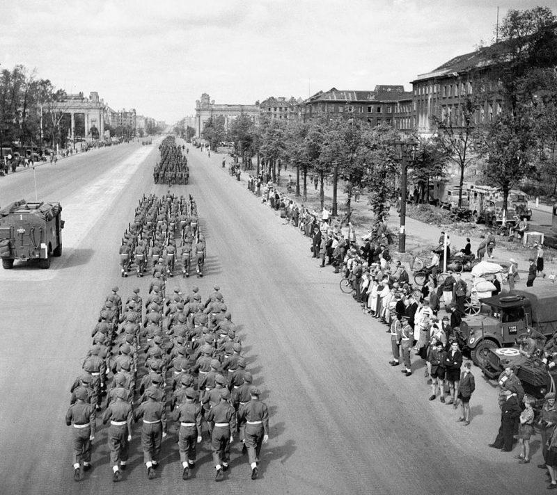 Прохождение британских войск.
