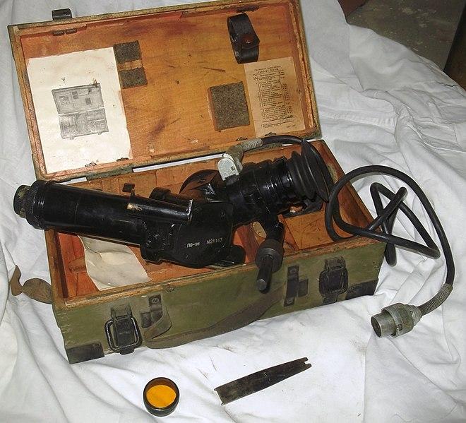 Прицел ПО-1М в деревянном ящике с подсветкой, светофильтром и ключом для патрона осушки.