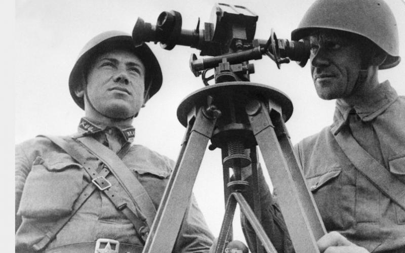 Командирская труба зенитной артиллерии БИ в работе. Москва, 1941 г.
