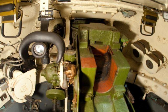 Два прибора МК-4, установленные в боевом отделении танка Т-34-85.