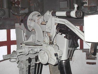 Смонтированный прицел PzZF-1 на пулеметной установке.