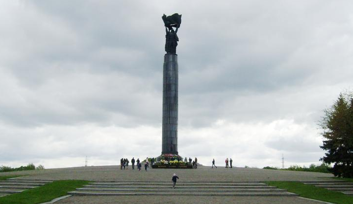 Общий вид монумента.