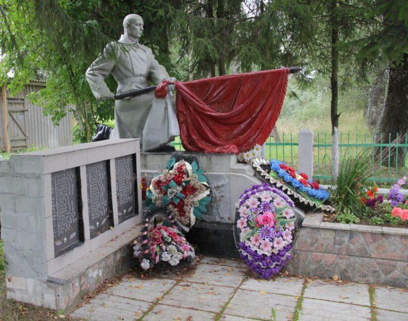 д. Аристово Опочецкого р-на. Братская могила советских воинов, погибших в 1944 году.