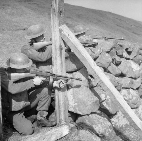 Британские войска во время учений на Фарерах во время войны.