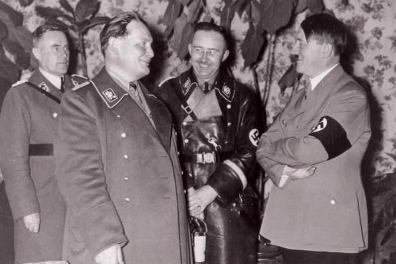 Герман Геринг, Генрих Гиммлер и Адольф Гитлер. 1942 г.