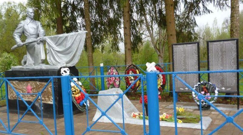 д. Высокое Опочецкого р-на. Братская могила советских воинов, погибших в 1944 году.