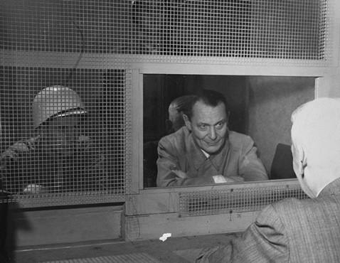 Герман Геринг с адвокатом. Нюрнберг.1946 г.