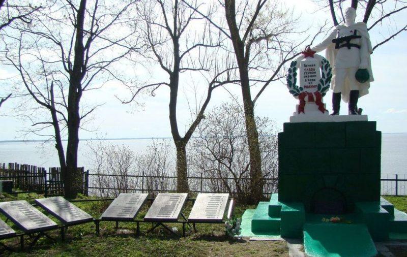 остров им. Залита Псковского р-на. Братская могила советских воинов, погибших в 1944 году.