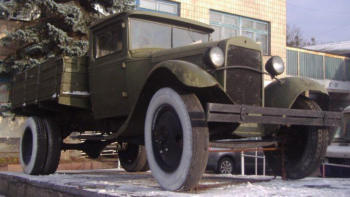 г. Житомир. Памятник в честь трудовой и боевой славы работников автотранспорта, установленный в 2008 году.
