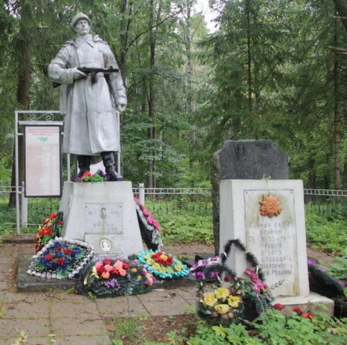 д. Глубокое Опочецкого р-на. Братская могила советских воинов.