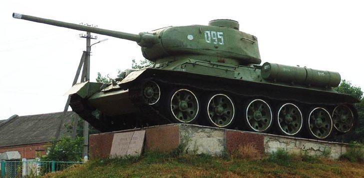 п. Высокая Печь Житомирского р-на. Памятник воинам-освободителям.