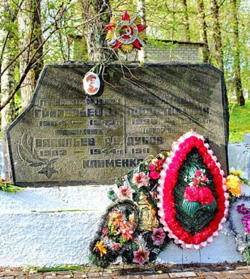 Братская могила воинов.