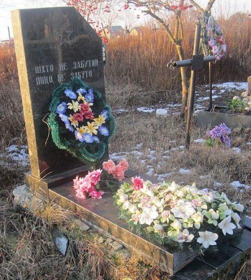с. Забара Андрушевского р-на. Братская могила 2 советских воинов.