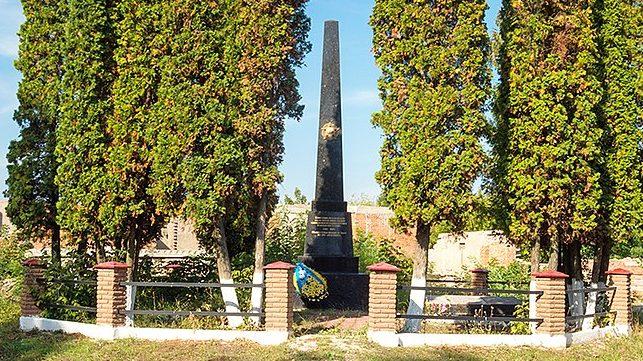 с. Гадзинка Житомирского р-на. Памятник воинам-односельчанам, погибшим в годы войны.