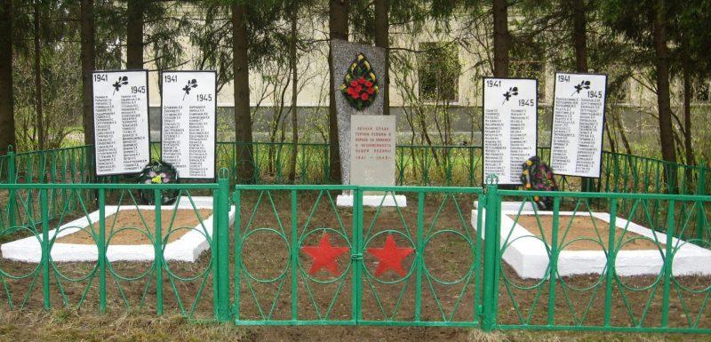 д. Духново Опочецкого р-на. Братские могилы советских воинов.