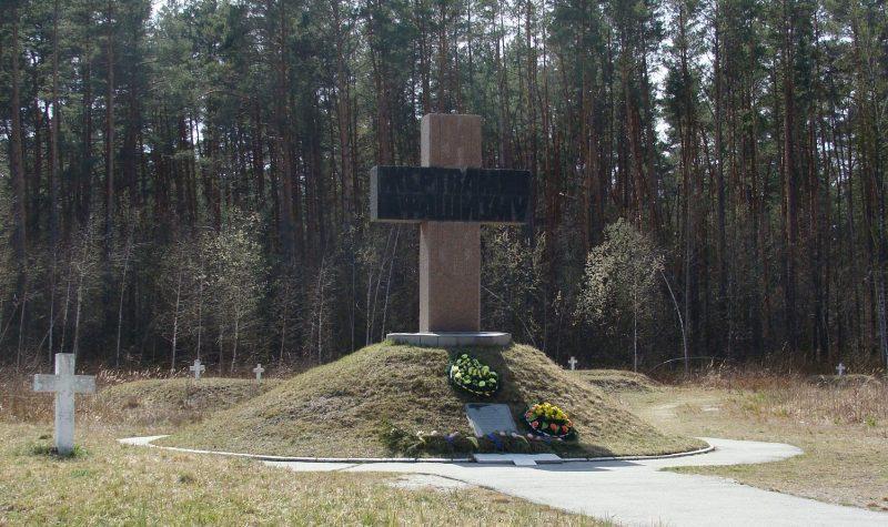 Памятный знак «Жертвам фашизма», где захоронено 14110 мирных жителей.