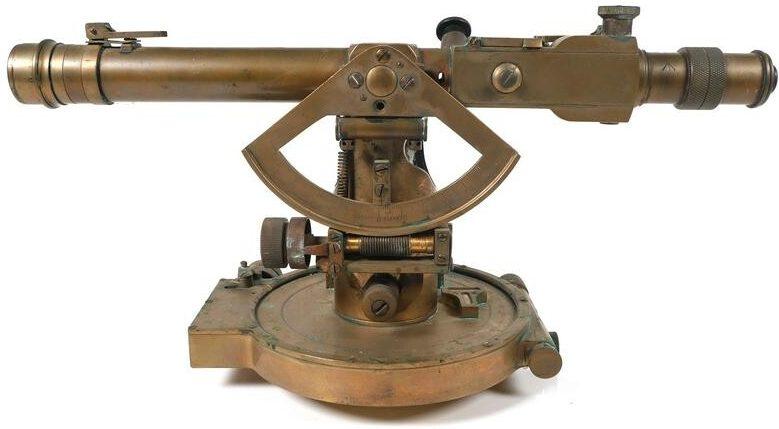 Артиллерийская буссоль №5 МkI образца 1917 года, применялась в начальном периоде Второй мировой войны с тяжелыми орудиями.
