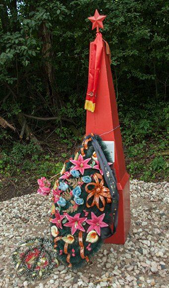 д. Заверяйка Опочецкого р-на. Обелиск на месте гибели советских танкистов.