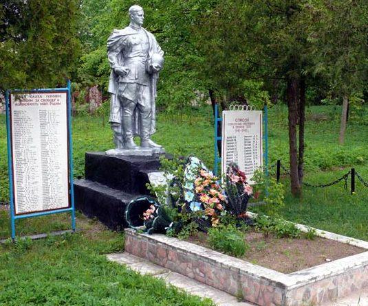 д. Звоны Опочецкого р-на. Братская могила воинов и памятник погибшим землякам.