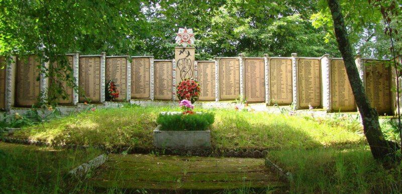 д. Ланева Гора Псковского р-на. Братская могила советских воинов, погибших в 1944 году