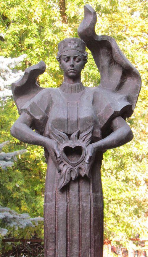 г. Житомир. Памятный знак в честь медицинских работников больницы, погибших в годы войны.