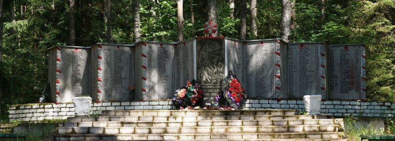 д. Лочкино Псковского р-на. Братское кладбище советских воинов, погибших в 1944 году.