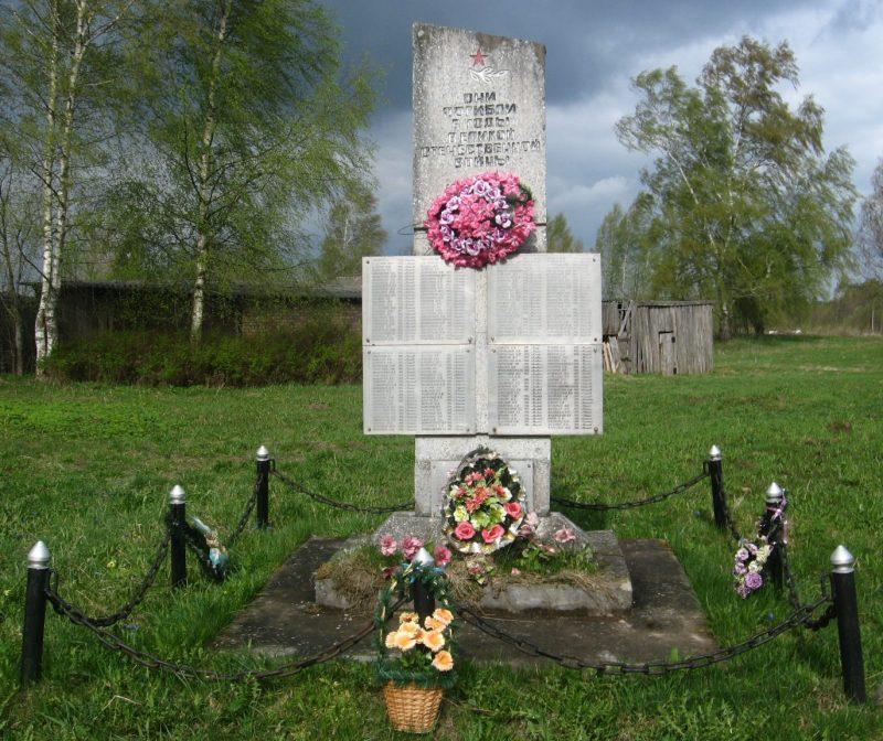 д. Ладыгино ¬Опочецкого р-на. Памятник землякам, погибшим в годы войны.
