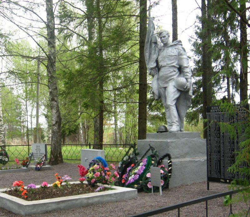 д. Лаптево Опочецкого р-на. Братская могила советских воинов, погибших в 1944 году.